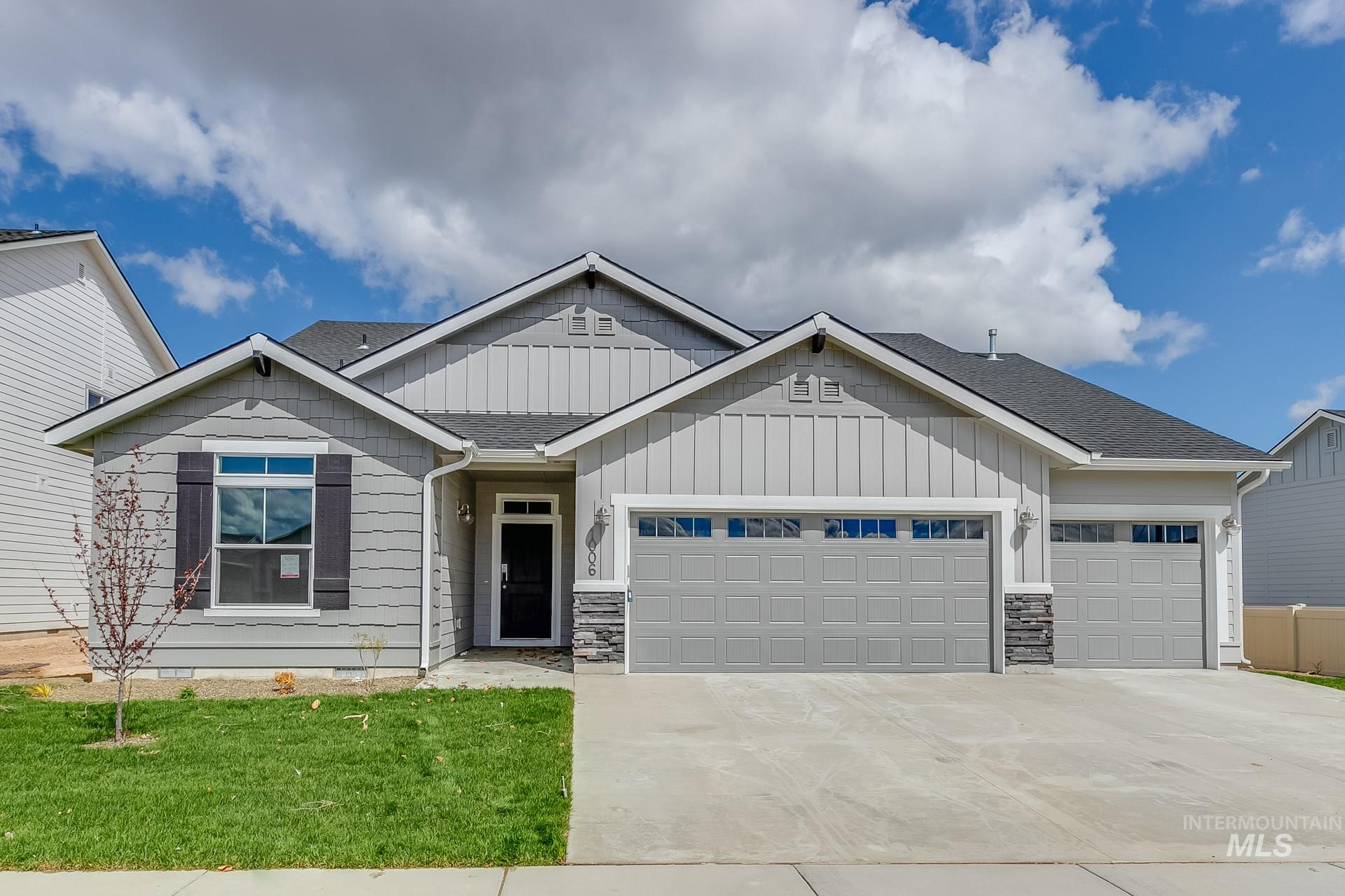 The Kobi 2023 is your dream 4 bedroom single level with tons of space for all. Beautiful open kitchen features large corner pantry, kitchen granite countertops, full tile backsplash, upgraded kitchen cabinets, Warm Gray 2 interior package and more. Photos Similar RCE-923