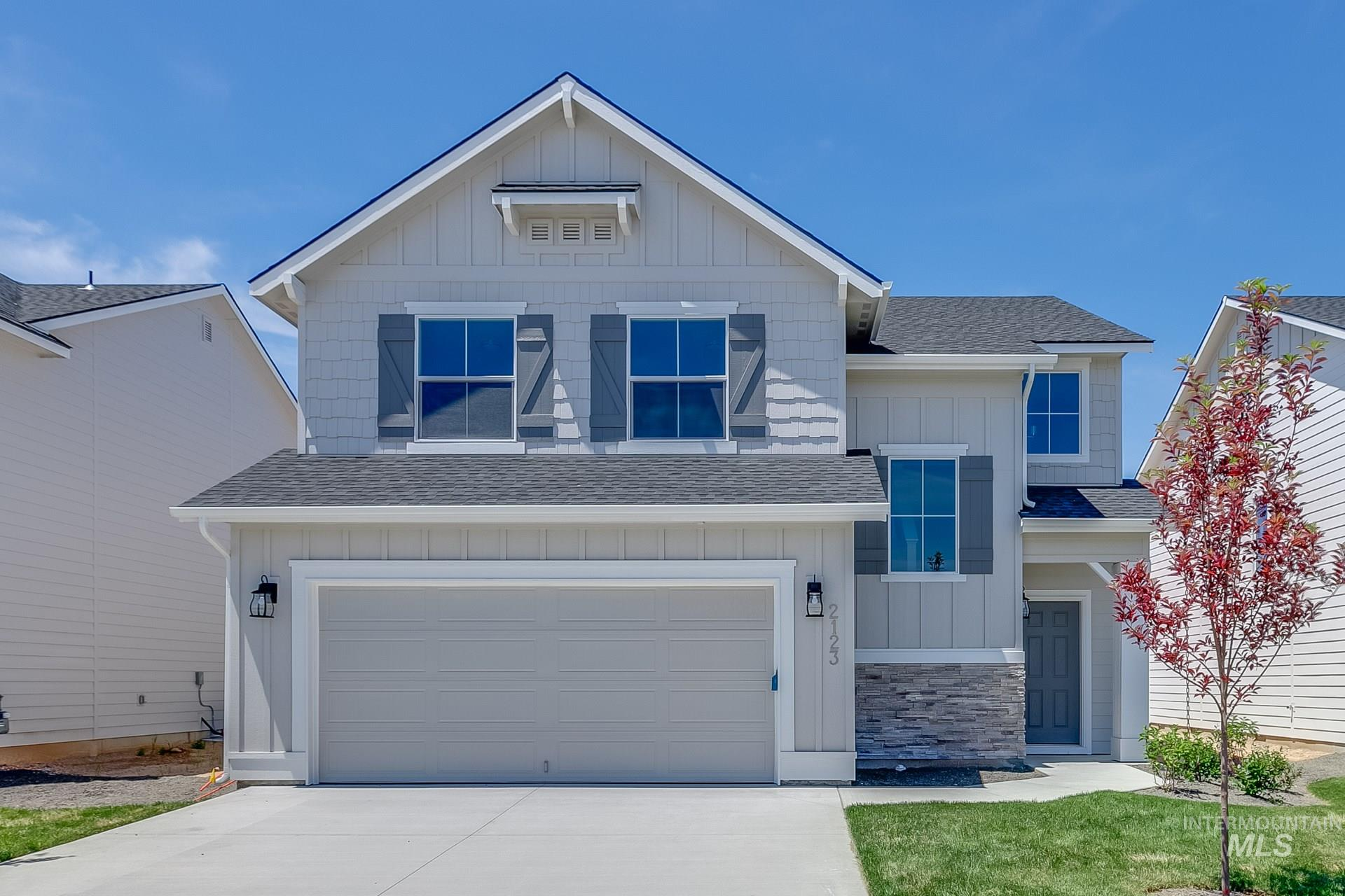 Want to tour this home NOW? Get on-demand access with TOUR NOW. Simply visit the home, follow the directions to access, and tour instantly. Get $15k with our Buy Now, Get More Promo NOW thru 7/31. The Newport 2017 is a fantastic floor plan featuring 3 bed w/ an open bonus space. The large kitchen, great room & dining area are perfect for entertaining with a beautiful island & large pantry. Price includes granite kitchen counter tops, upgraded cabinets, stainless appliances, & more. RCE-923.