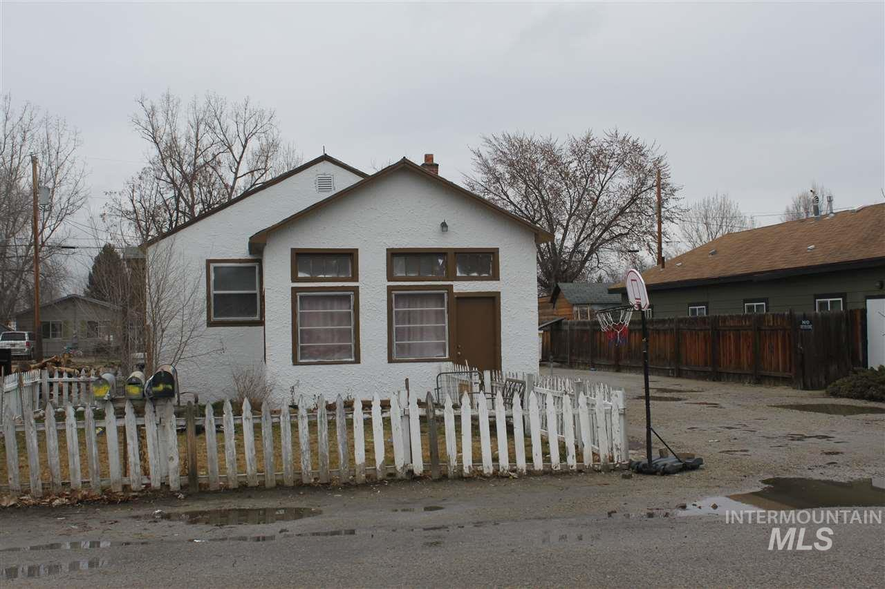 605 S Commercial Ave, Emmett, Idaho 83617, 2 Bedrooms, 1 Bathroom, Residential Income For Sale, Price $185,000, 98756421