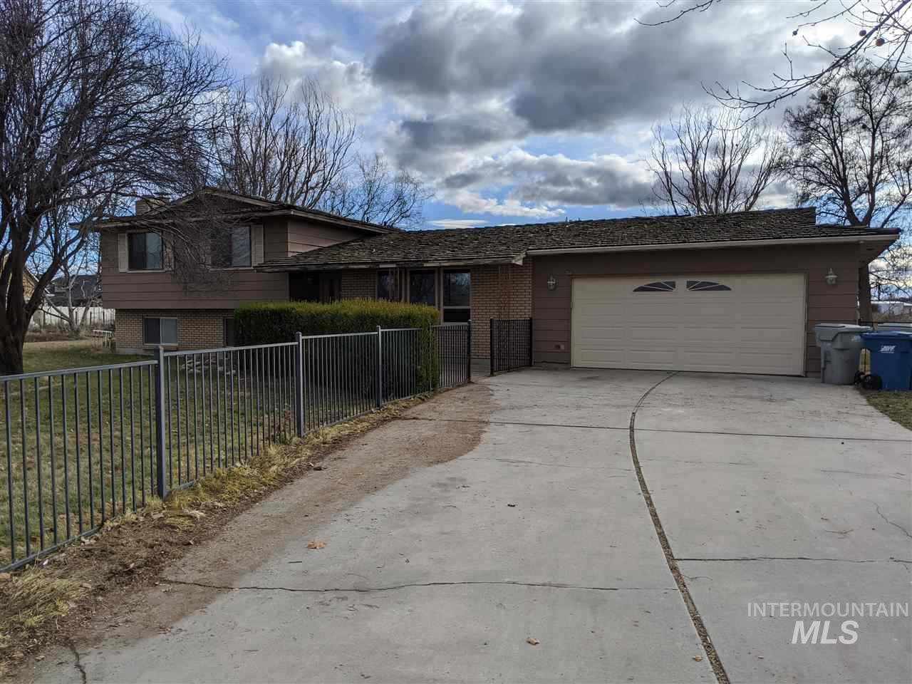 105 Rosalyn, Meridian, Idaho 83642, 4 Bedrooms, 2.5 Bathrooms, Rental For Rent, Price $1,850, 98756704