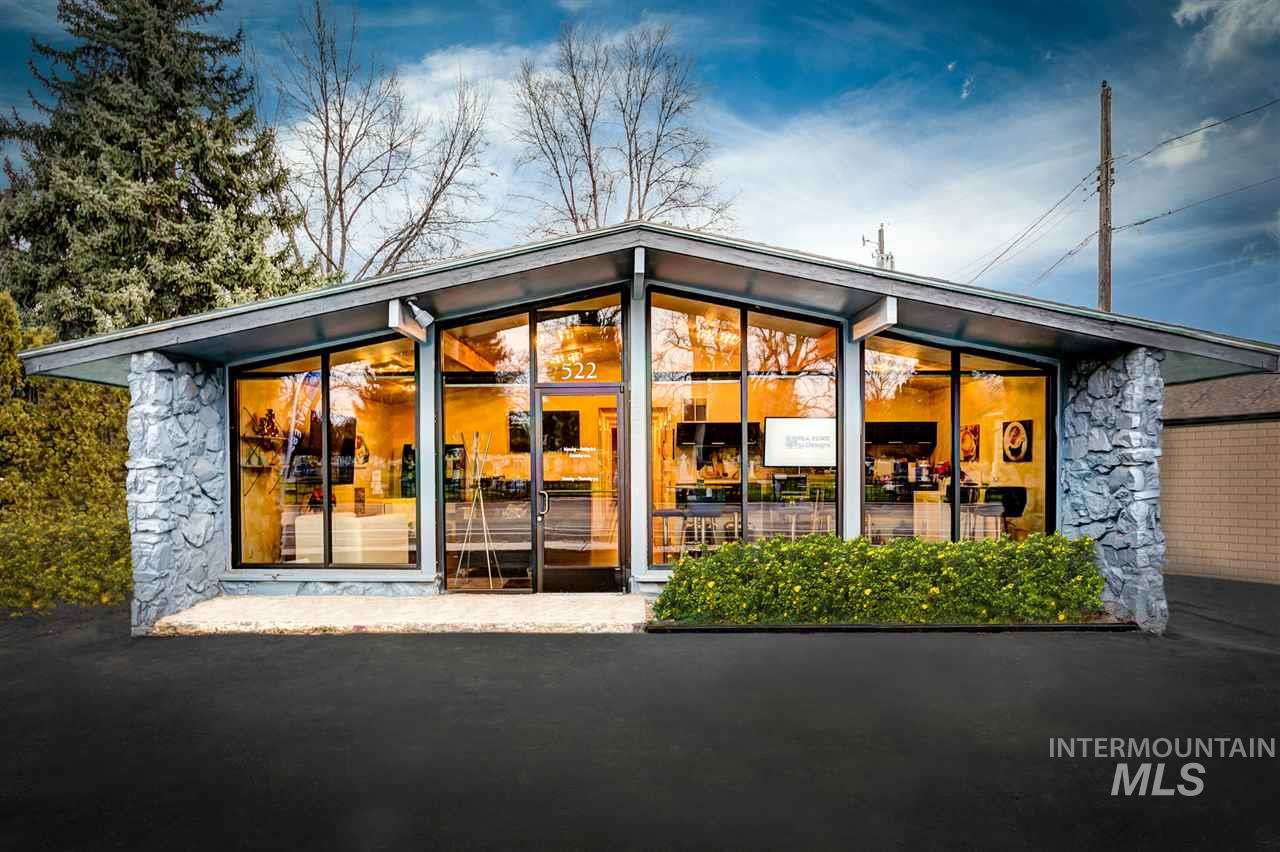 High traffic. Great Central Location in a Densely Populated Area on the Boise Bench, Close to Americana and Emerald Just Outside Downtown Boise. Space is in Great Condition & Ready for Immediate Occupancy. Great Location