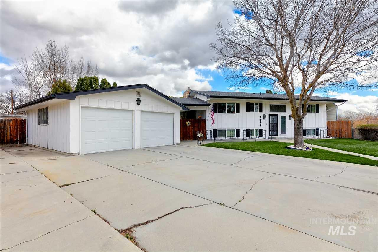 3914 Buckingham, Boise, Idaho 83704, 4 Bedrooms, 2 Bathrooms, Residential For Sale, Price $374,900, 98761816