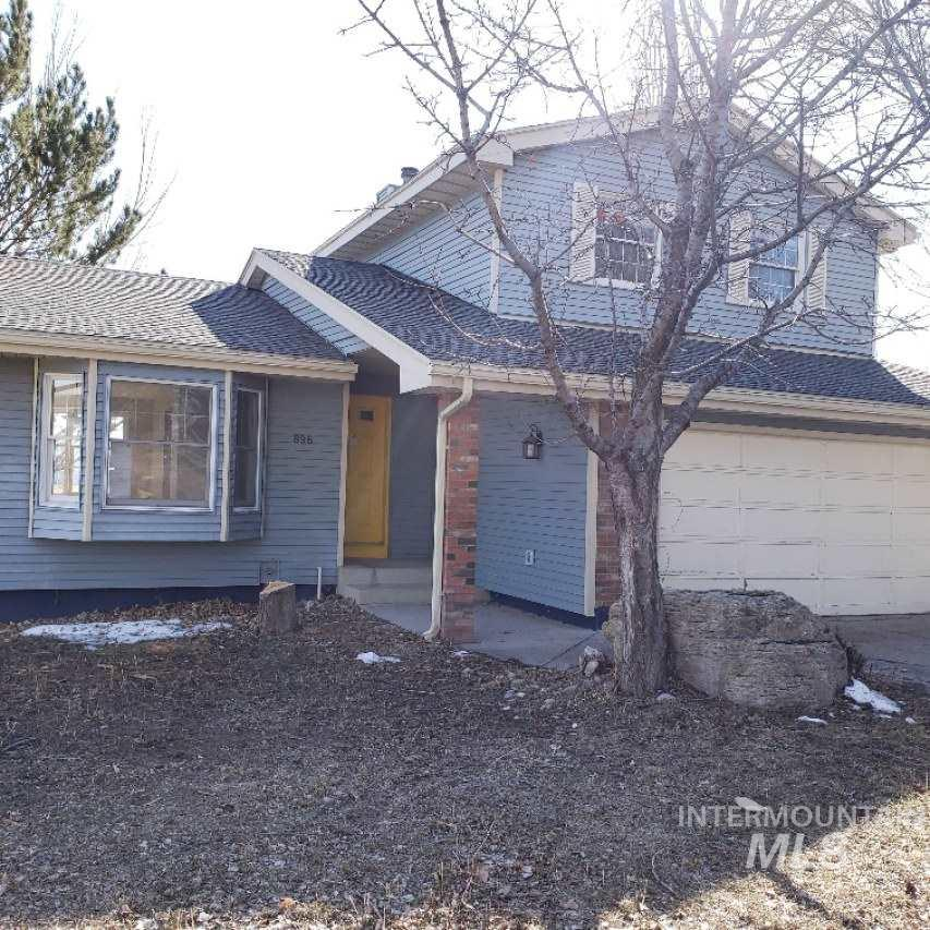 2 story home in the university area, great views of Pocatello! 4 Bedroom 3 bathroom, large deck and walk out basement!