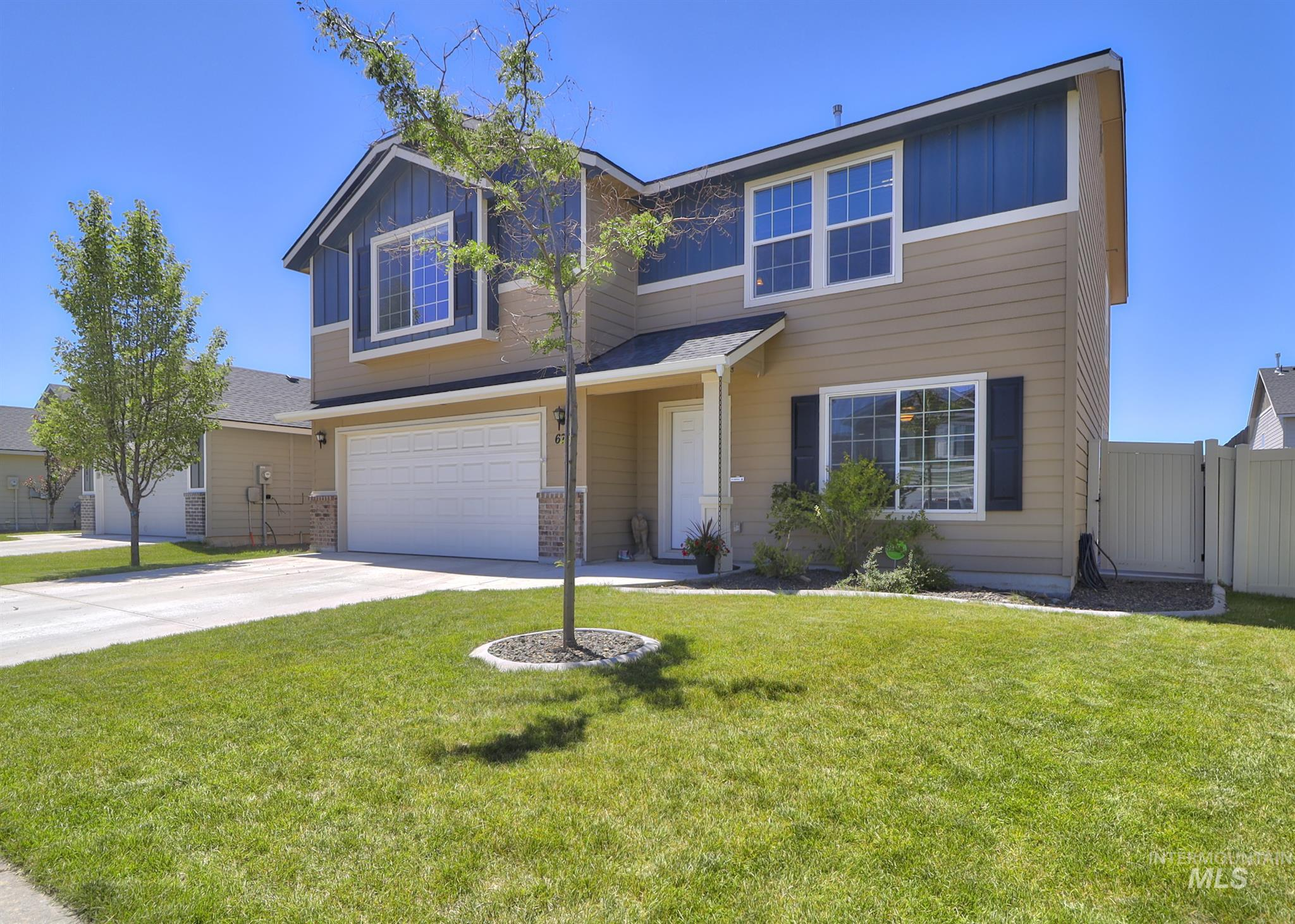 Beautiful Meridian home conveniently located near Ten Mile on-ramp for an easy commute to anywhere! Home boast a large living room open to the dining and kitchen area, beautiful quarts counter tops, island with sink, gas range, brand new dishwasher. Flex room downstairs and a full bath. Upstairs has a large loft, laundry room, 2  bedrooms with large closets and master bedroom with huge walk-in closet.