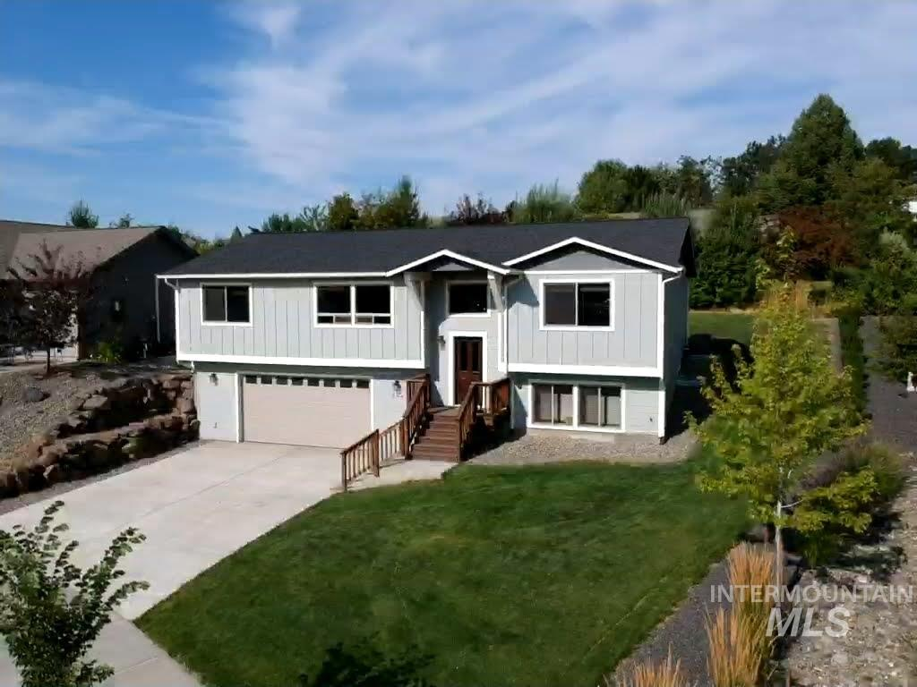 824 Alturas Dr., Moscow, Idaho 83843, 4 Bedrooms, 3 Bathrooms, Residential For Sale, Price $435,000, 98777423