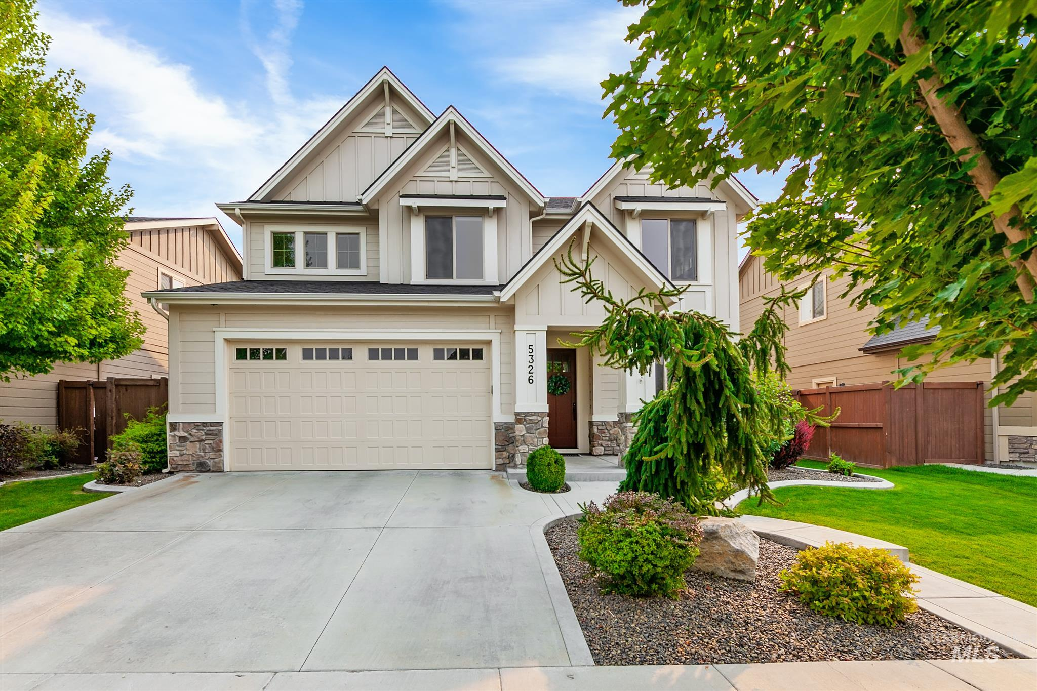 Multiple Offers. Seller is asking for highest and best by 9/18 at 9:00 pm. Open floor plan with den, bonus room, 3 bedrooms, and 2.5 baths. Includes granite, hardwood & tile floors, custom Alder cabinets, SS appliances, built-ins, and gas fireplace. Coveted East facing back yard and patio. Right across from one of the four pools in the prestigious Paramount subdivision that boasts an outstanding community center. Steps away from all 3 schools.