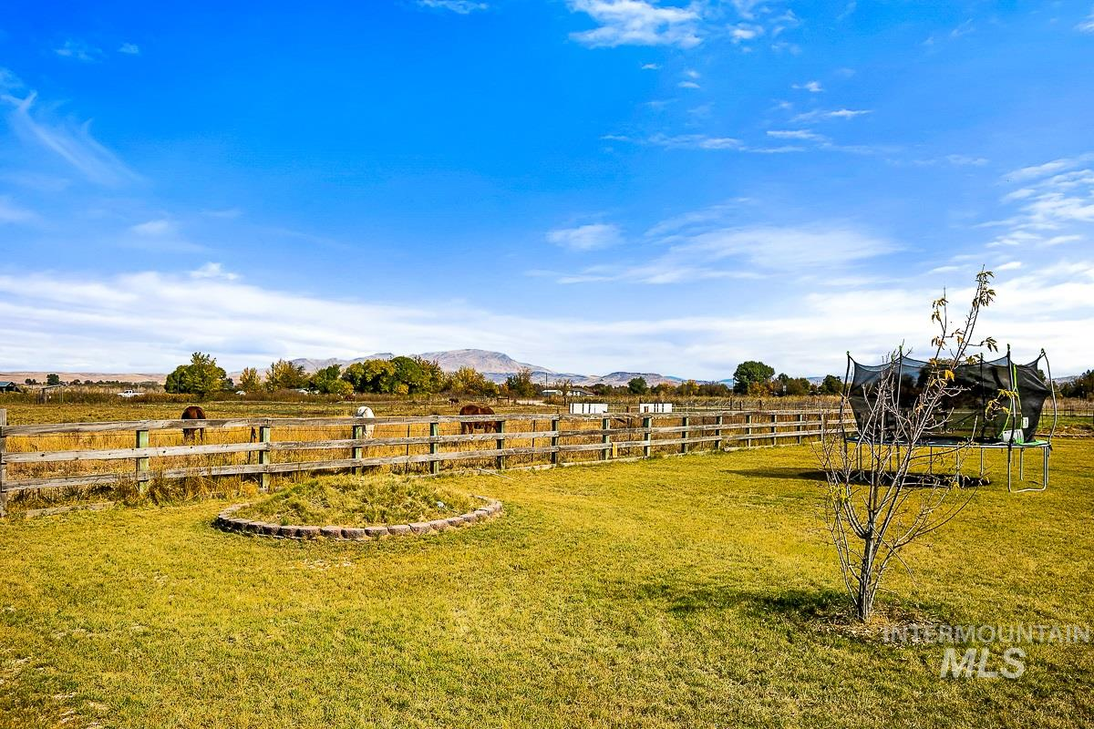 4605 W Hwy 52, Emmett, Idaho 83617, 3 Bedrooms, 2 Bathrooms, Residential For Sale, Price $605,900, 98784476
