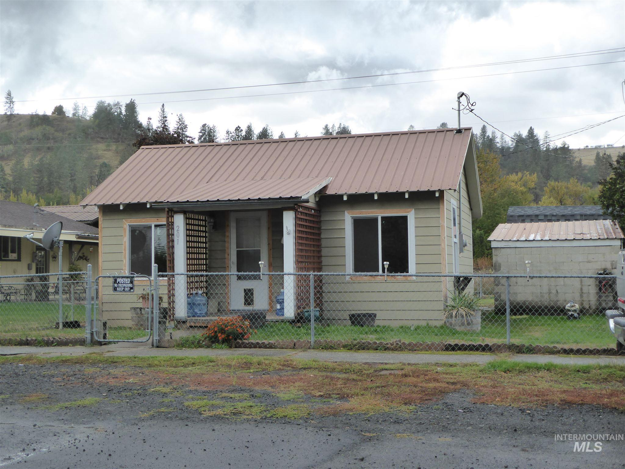 201 East Street, Stites, Idaho 83552, 1 Bedroom, 1 Bathroom, Residential For Sale, Price $97,900, 98784511
