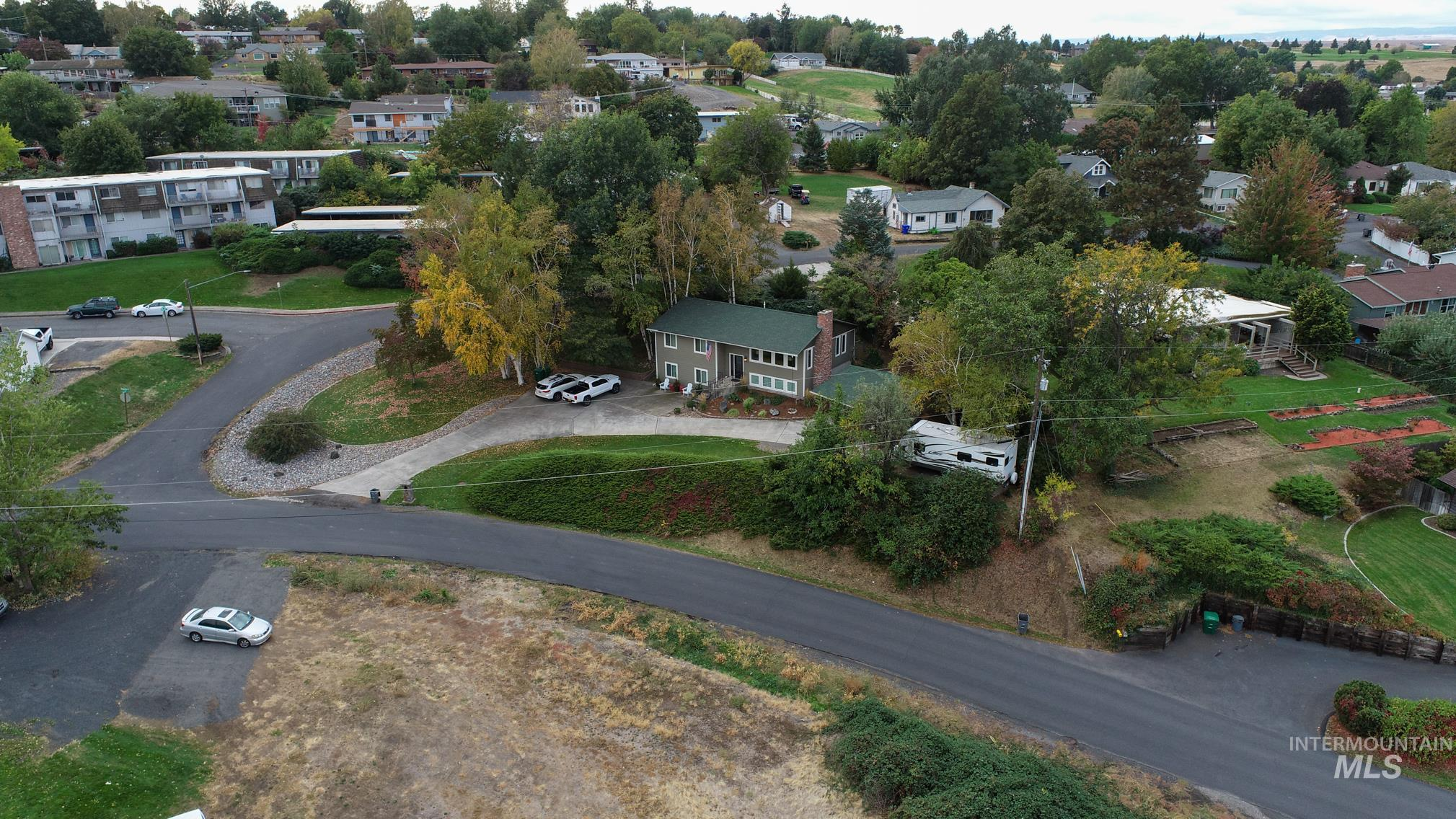 1302 Vineyard Drive, Lewiston, Idaho 83501-6328, 5 Bedrooms, 3 Bathrooms, Residential For Sale, Price $350,000, 98784610