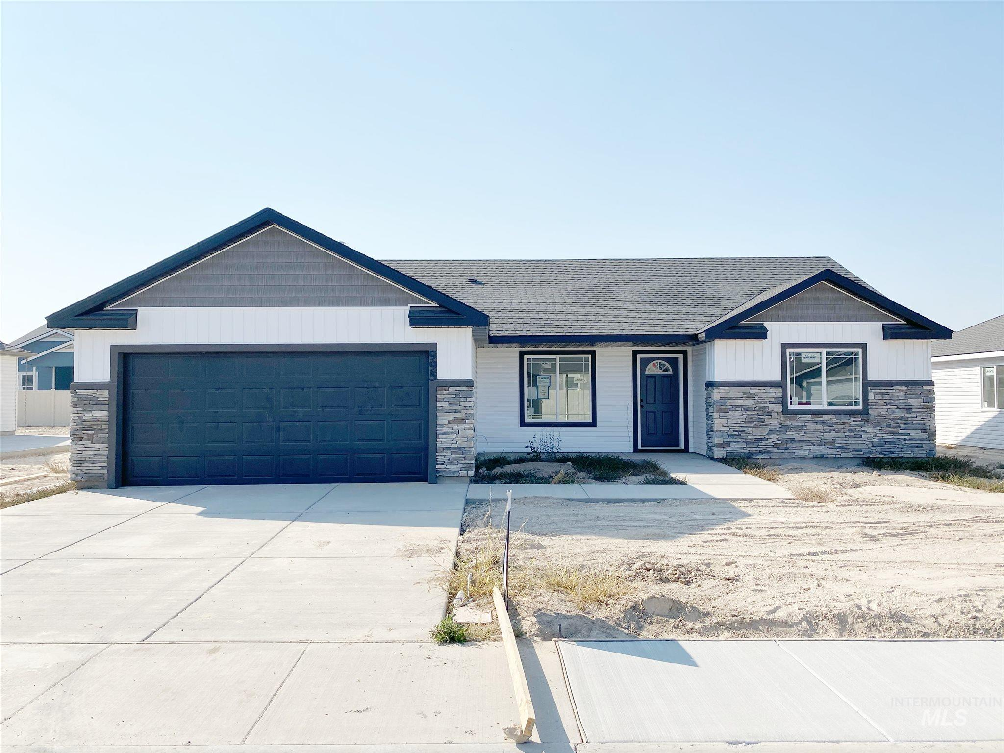 995 Birchton Loop, Twin Falls, Idaho 83301, 4 Bedrooms, 2 Bathrooms, Residential For Sale, Price $269,900, 98784679