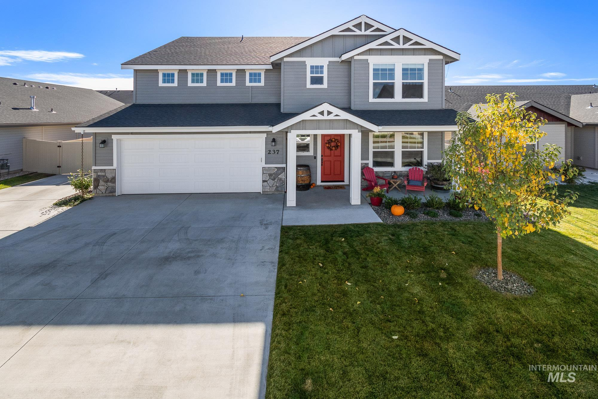 237 W Halpin, Meridian, Idaho 83646-3709, 3 Bedrooms, 2.5 Bathrooms, Residential For Sale, Price $489,000, 98784771