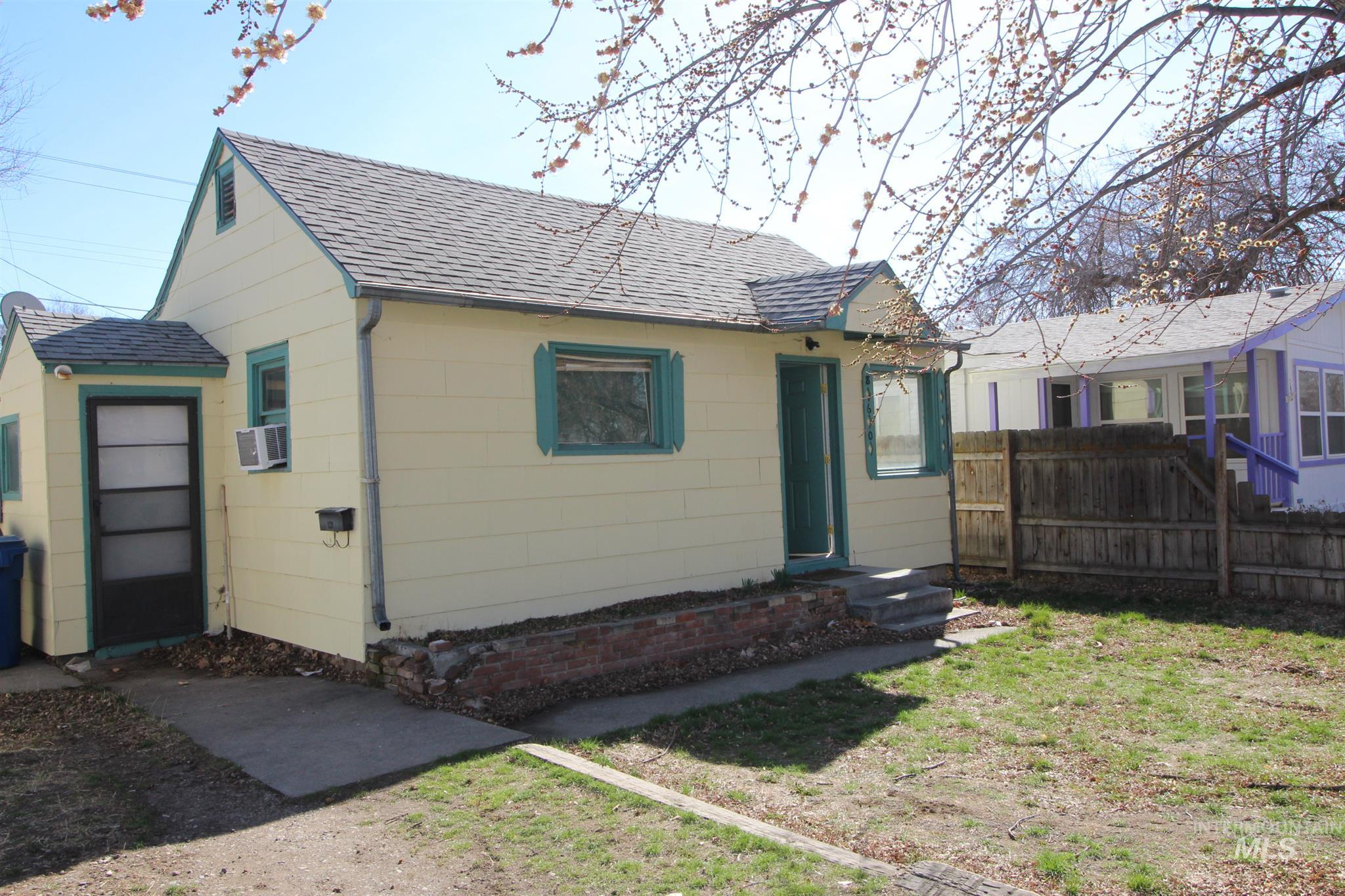 860 N 3rd East, Mountain Home, Idaho 83647, 1 Bedroom, 1 Bathroom, Residential For Sale, Price $139,900, 98790646