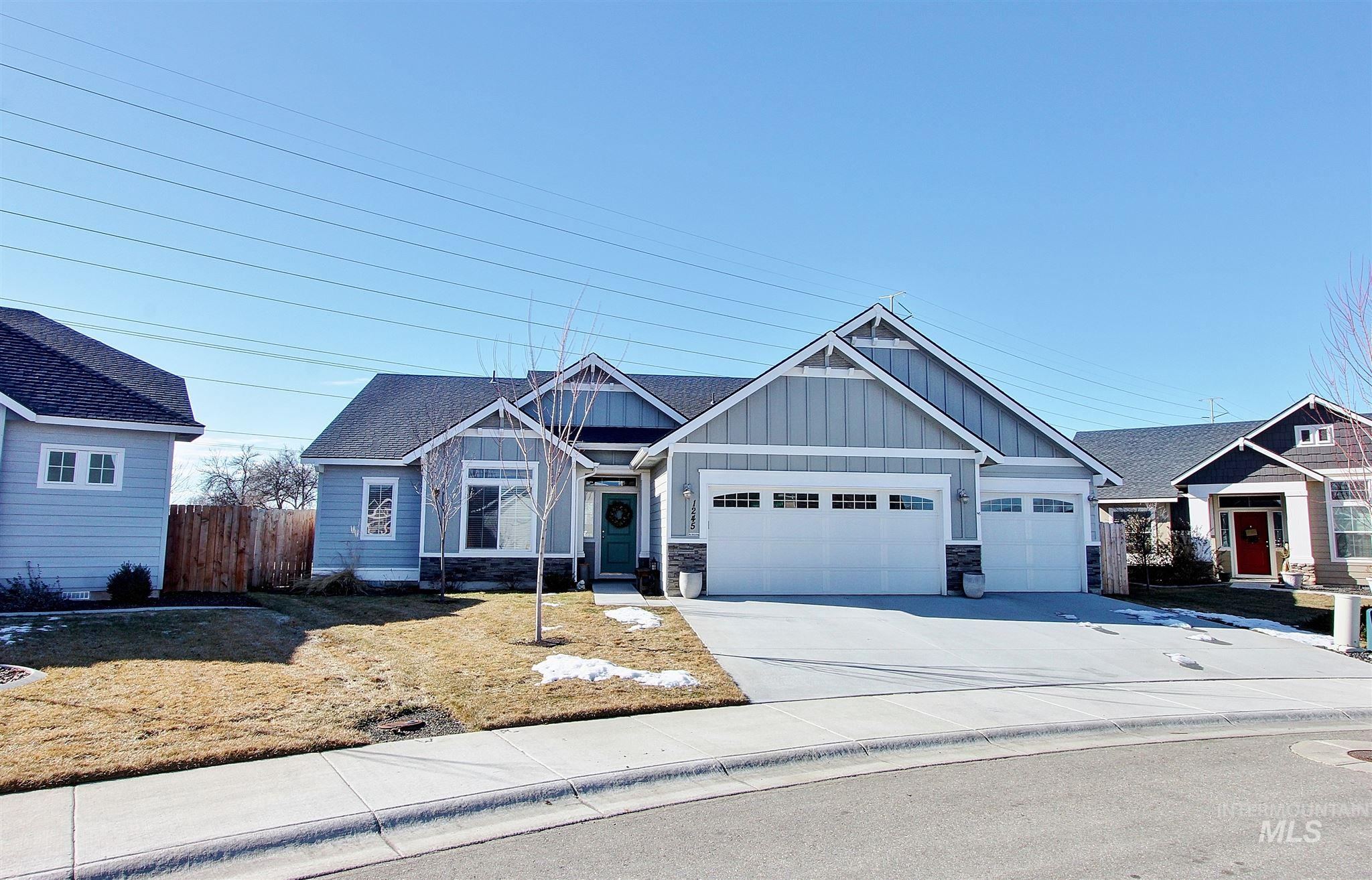 Beautiful SINGLE LEVEL 3 car garage home is adorned w/ abundant natural lighting that will chase away your winter blues & truly make your heart sing! Lovingly cared for, this newer home features an open concept split bedroom floor plan, office or 4th bedroom, gas fireplace, granite countertops, master suite w/ jetted soaker tub, separate shower, dual vanities & walk-in closet. Relax & enjoy the low maintenance spacious backyard or build a lush pool oasis or plant a spectacular garden. This home won't last!
