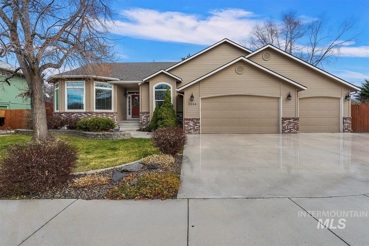 Need space? Check! Lots of bedrooms? Check! Close to the High School? Check! and Check out how many cabinets are in the kitchen!  You will love the vaulted ceilings, 2 living areas (1 up and 1 down), and a huge laundry room! Mature landscaping, and space for RV parking make this a must see with close freeway access! Enjoy the neighborhood playgrounds, tennis courts and basketball courts! Check out the Home's webpage here: bit.ly/urHome1