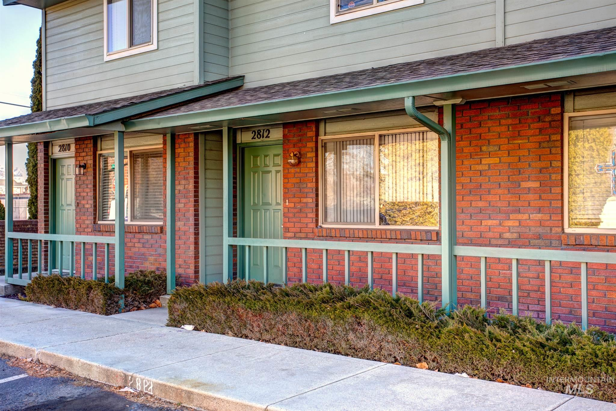 Rare opportunity to own for under $300k in Boise. Live in the highly desirable Bench neighborhood, just 5 minutes to downtown, airport, restaurants, shopping, & schools. Enjoy the simplicity of a low maintenance yard w/the convenience of Shoshone Park across the street. Take advantage of this unique opportunity for owner carry financing w/4.75% interest rate. Currently rented month to month at $1,225. Turn key investment or future owner occupant home.