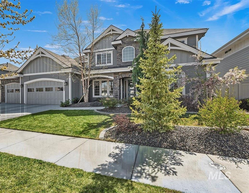Gorgeous home in the highly sought after Tuscany subdivision. Large kitchen w/double ovens, over-sized island & huge pantry. Living room features 2 story high floor to ceiling windows. Main level mstr suite w/large walk-in closet, large corner soaker tub & beautiful dual vanities. Jack & Jill upstairs. Huge 2nd level bonus room. Peaceful covered back patio & yard that backs up to a community walking path. Sub includes 4 pools, clubhouse, multiple pocket parks and large city park in the middle.