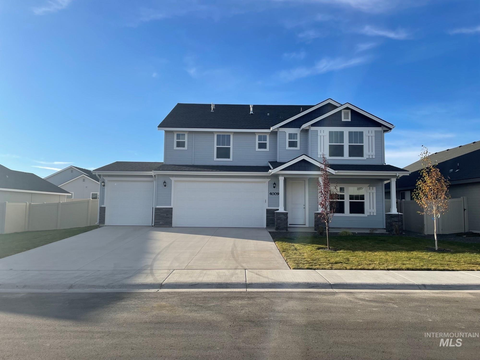 Presold Spruce with Craftsman Elevation. Photo similar. This home features, granite kitchen countertops, dual vanities, upgraded cabinets, 9' ceilings, covered patio, walk-in shower, fireplace, full sprinklers, stainless steel appliances with gas range, and much more!
