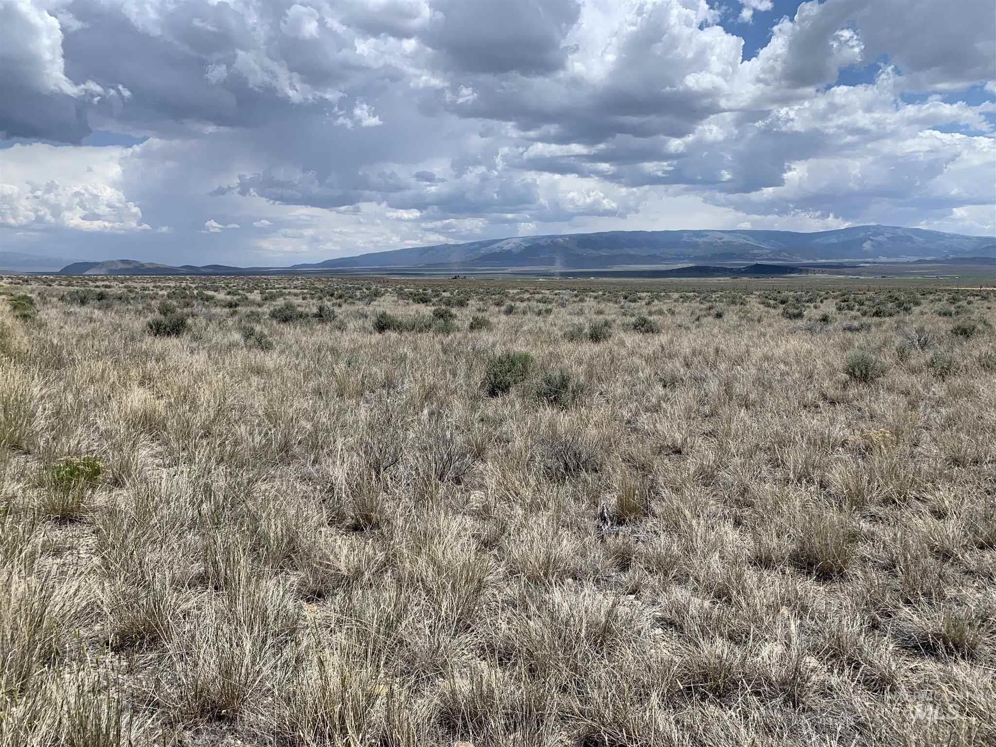 Great Building Site with nice views. Close to City of Rocks, Castle Rocks, Independence Lakes, and Pomerelle Ski Resort. Horseback and ATV trails are out the back door.