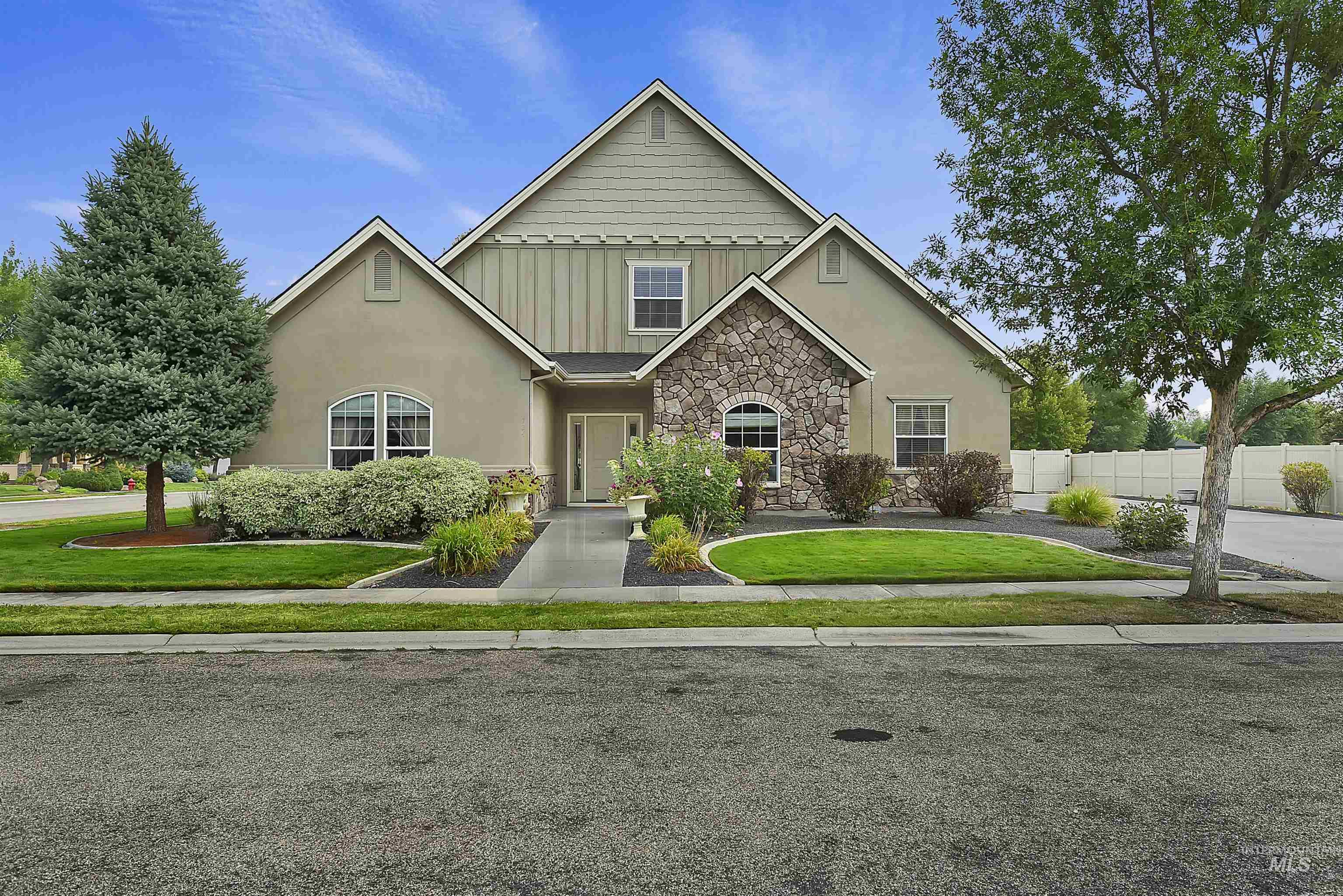 724 N Cactus Creek Ave, Eagle, ID 83616