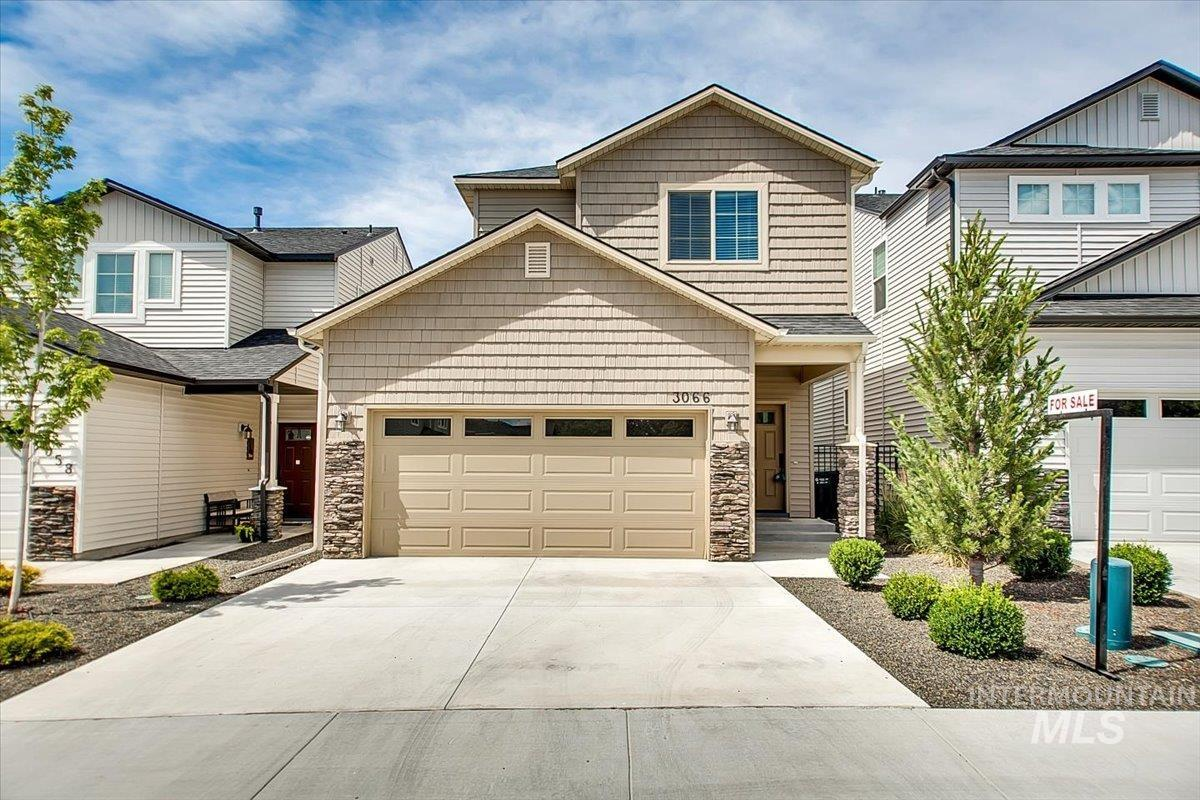 This ideally located, easy living home is a must see. Granite countertops, engineered flooring, a huge Master Suite in a wonderful little neighborhood. Everything you need and all tucked into a cul de sac, this home is sure to please. Fridge, washer and dryer all included as well as NO YARD WORK! Live the city life in Meridian with ease and comfort in the heart of it all. Go Show Sell! Vacant, clean and easy to show at will.