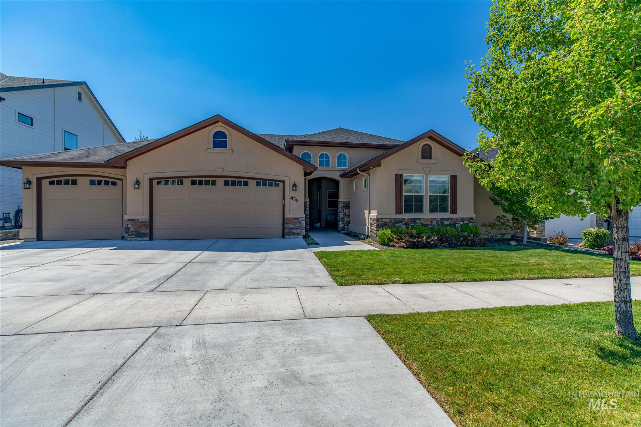 Beautifully maintained single level home in coveted Paramount! High ceilings, tall windows & crown molding are only some of the features that welcome you in. Open concept living spaces means never missing a beat entertaining in the gourmet kitchen w/custom cabinets & large island. Spacious 4th bedroom could be a rec-room. Relax on the oversized covered patio & enjoy the wildflower garden. Home is only steps away from 1 of 4 neighborhood pools, walking distance to 3 neighborhood schools, gym & clubhouse.