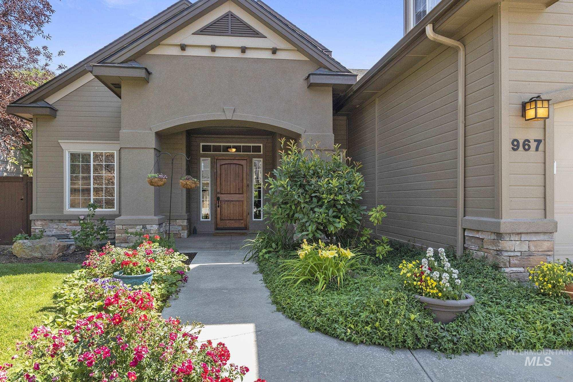 Spacious home on a large lot in Paramount neighborhood! A covered front porch welcomes you. Upon entry, enjoy the warm touches of wood trim and travertine floors. A massive kitchen features granite countertops, a chef's island, walk in pantry and custom bakers rack. Main level master includes a private patio & walk in closet with w/d hookups. Upstairs, an oversized bonus room, bedrooms & laundry room provide space for everyone to spread out. Enjoy your covered patio, 4 season landscape & neighborhood pools.