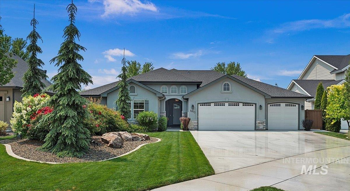 Enjoy single-level living with a secluded backyard that is close to every convenience.  This Paramount beauty looks like it completed construction yesterday and has been meticulously maintained both inside and out by its owners.  A truly flexible floor plan that fits any living situation with an open great room, kitchen and dining area.  The split bedroom design allows everyone their privacy, and outdoor entertainment spaces abound.  Covered front courtyard is a perfect place to relax after a long day!