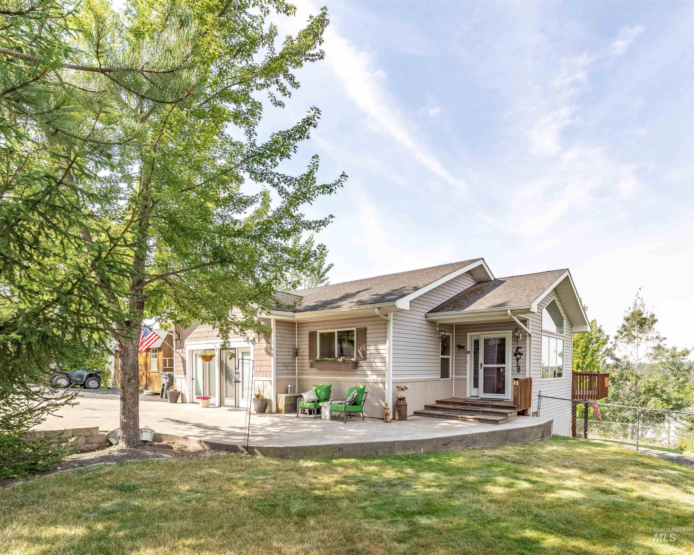 108 Valley View Dr, Troy, ID 83871