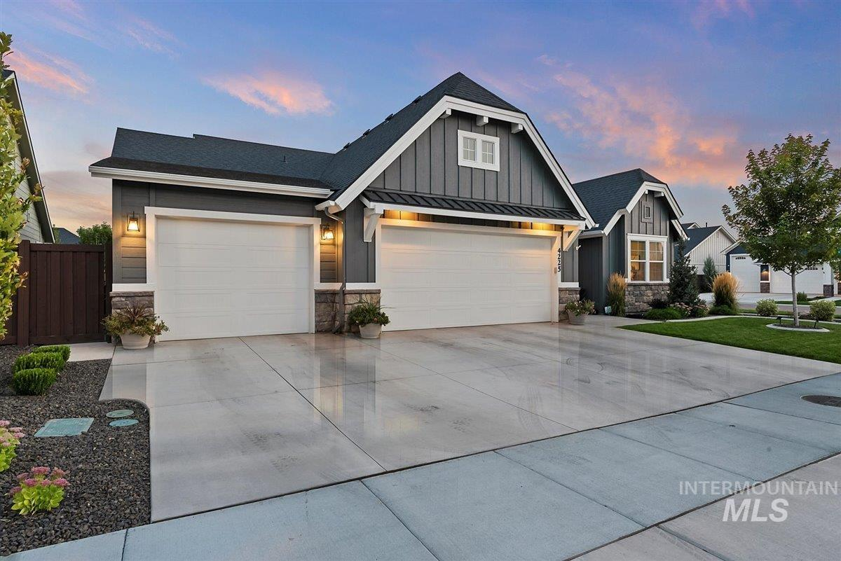 Welcome to 'The Hayes' built by award winning builder Alturas Homes. This single level floor plan features coffered ceilings both in the large great room and master suite, a huge island for entertaining guests, Bosch stainless steel appliances, large pantry, 3 car tandem garage and covered back patio. Contact agent to schedule a private showing! - Ryan Pina, Main: 208-271-2025, Boise Premier Real Estate, Main: 888-506-2234, https://ryanpina.boiserealestatesearch.com/