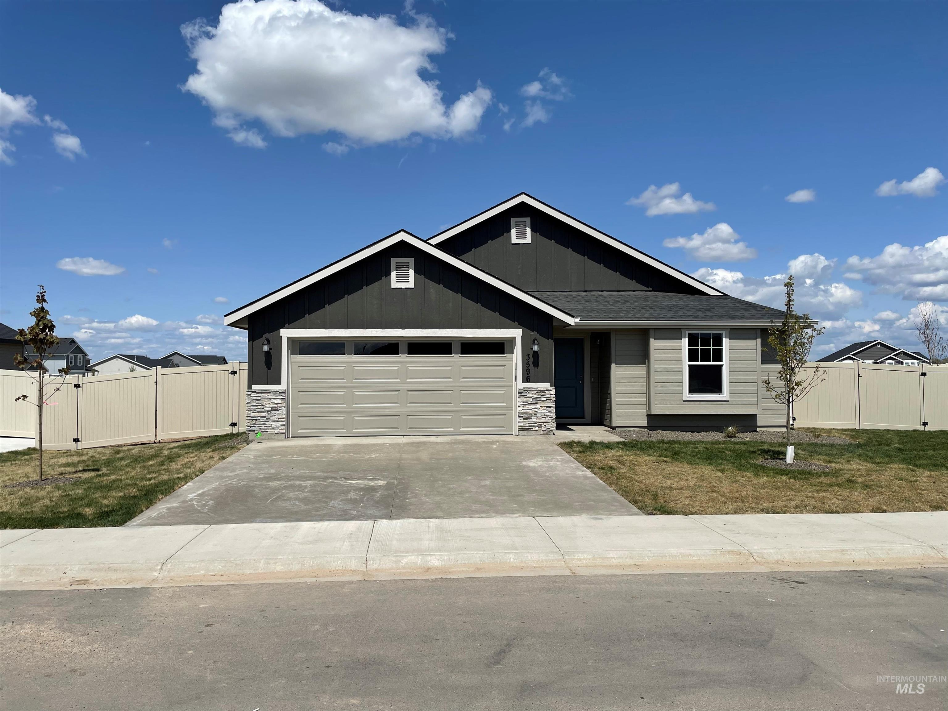 Pre-Sold Birch with County Elevation. This home features granite countertops  in kitchen and bathrooms, upgraded cabinets, vaulted ceilings, dual vanities, separate soaker tub and shower covered patio, and Much More. Photo Similar - Jenny LeBlanc, Main: 208-724-4920, Hubble Homes, LLC, Main: 208-433-8800,