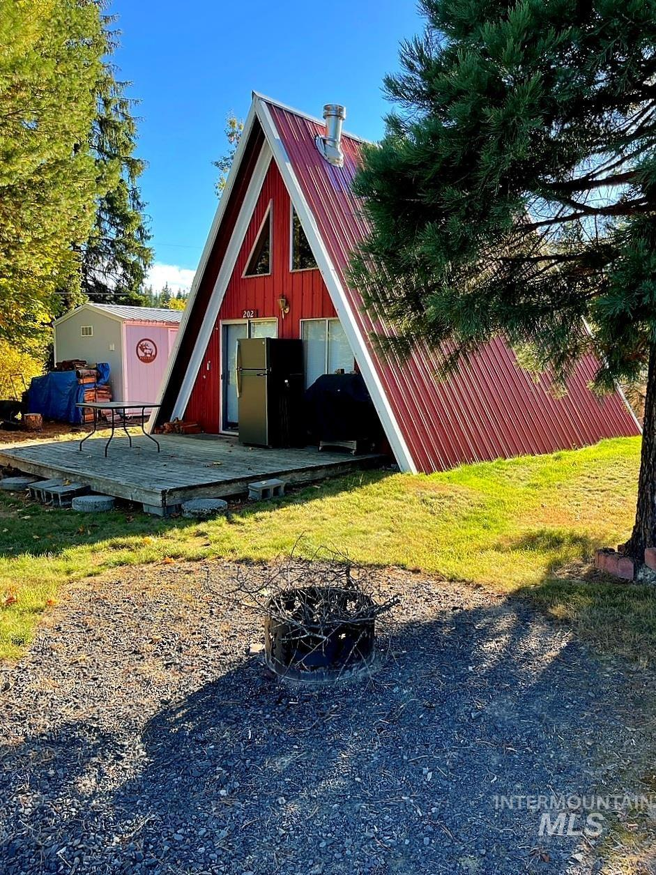 202 Pine St., Elk River, ID 83827