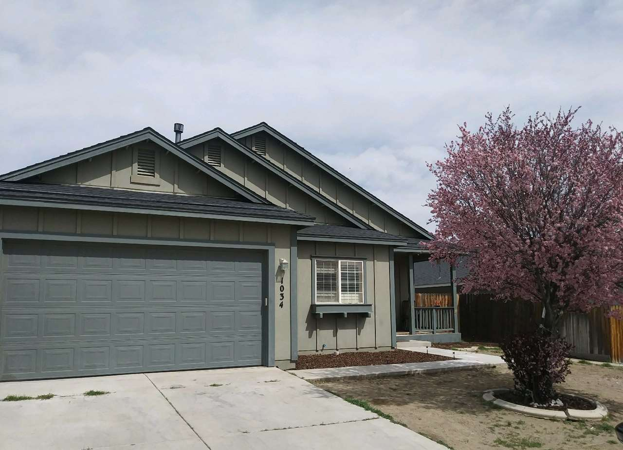 Great single level floor plan for this 3BR/2BA home. Huge living room and master suite both with fireplaces , as well as a functional kitchen with a pantry are the highlights of this property.  The front and backyards are ready for the new owner to put their touches on.