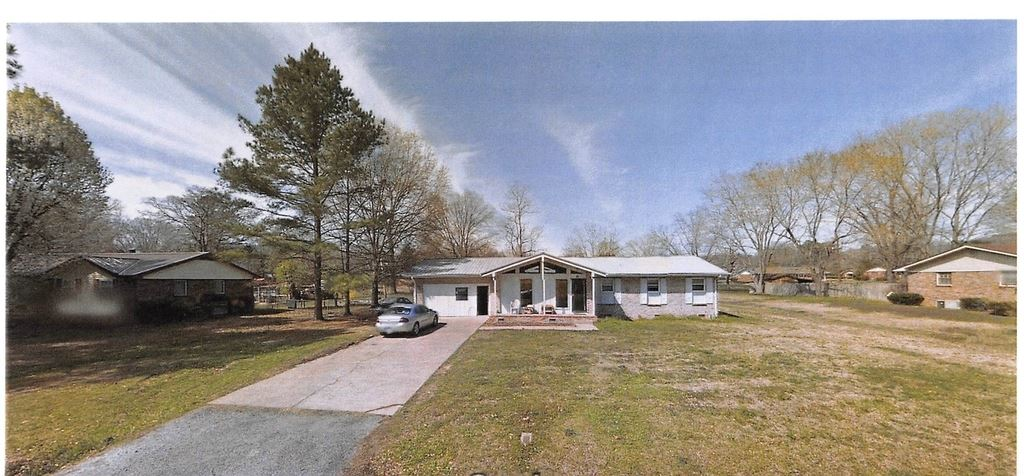 2 bedroom 2 bath home is located near Highlands Hospital and Dr. offices. A great investment property for someone who can do a little work themselves and features Large living rooms large kitchen with oak cabinets. This cute ranch style home is waiting for your touch of love.